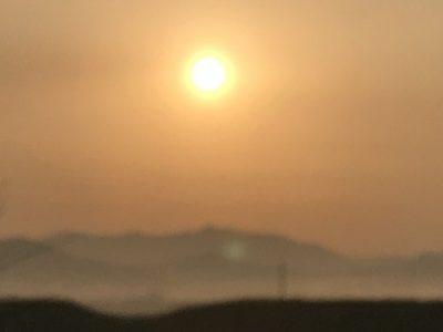早春の盆地の朝焼け